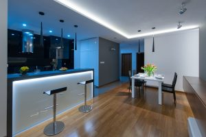 Jadalnia i wysoki barek w nowoczesnym stylu z podświetleniami