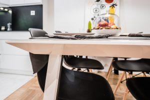 Stół na sześć osób według indywidualnego projektu