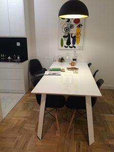 Duży stół dla sześciu osób według indywidulnego projektu